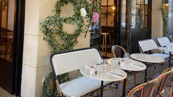 Terrasse fleurie  - Les Funambules, Paris
