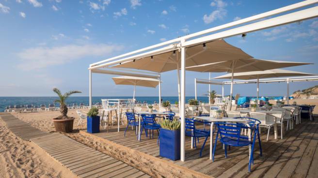 Terraza - Blue Bar Beach Club by HTOP, Calella