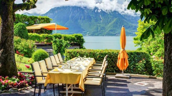 Terrasse et jardin - Hôtel Bon Rivage - The Garden on the Lake
