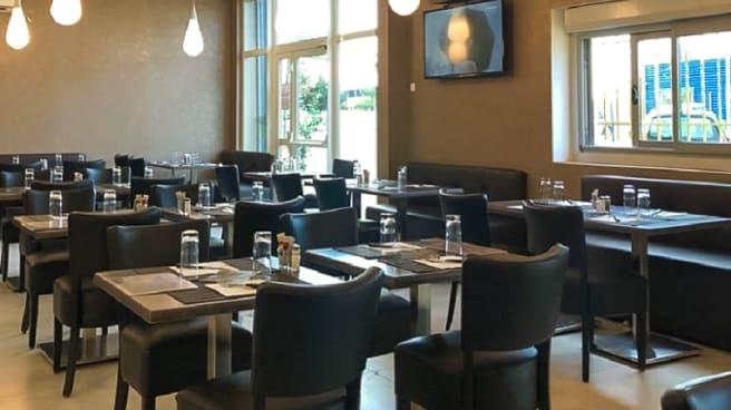 Salle du restaurant - Le Village, Miramas
