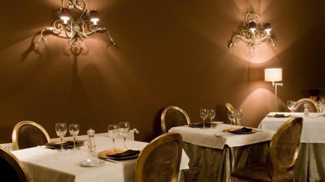 Mesas elegantes - Restaurante Hotel Cardamomo Sigüenza)