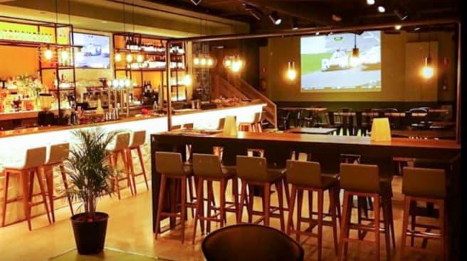 Vista del interior - Doce mas uno Sport's Bar, Barcelona
