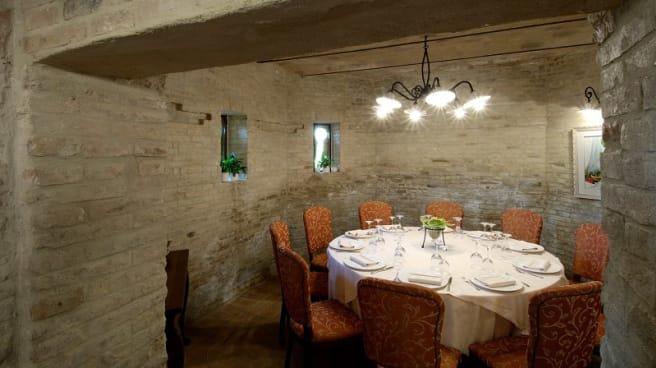 Veduta dell interno - Castello Montegiove Country House, Fano