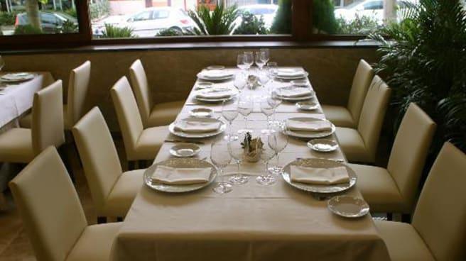 Sala - Restaurant Aradi