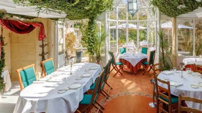 La salle de restaurant sur le jardin - Les Fuchsias, Saint-Vaast-la-Hougue