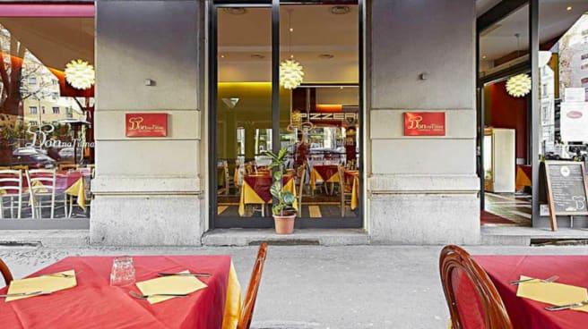 Esterno - Donna Titina, Milan