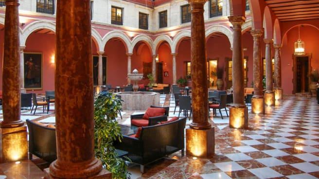 Vista entrada - El Patio Del Hotel, Lucena