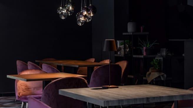 Veduta dell interno - Nozza Restaurant
