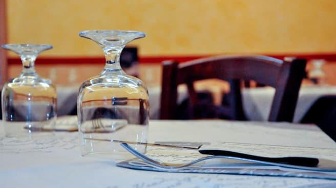 particolare tavolo - L'Angolo del Gusto, Cardito
