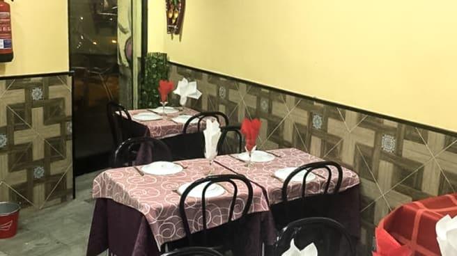 Sala del restaurante - Delhi Darbar, Madrid