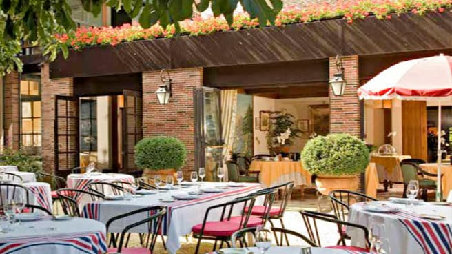 Zoom sur la terrasse - Restaurant de l'Hôtellerie du Bas-Bréau, Barbizon
