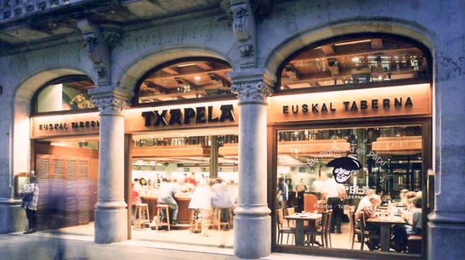Facahda - Txapela - Passeig de Gracia, 8, Barcelona