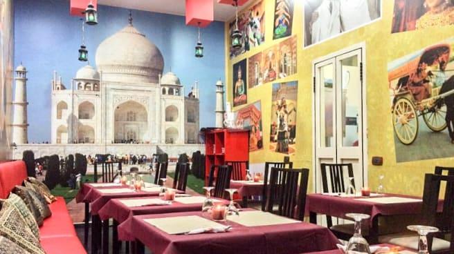 Interno - Taj Mahal, Napoli