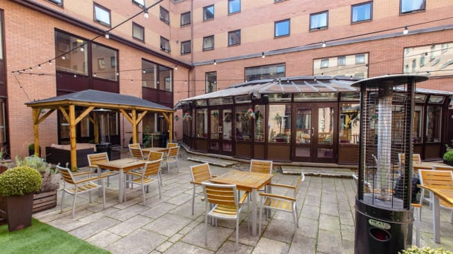 Pendulum Hotel – Garden Bar and Restaurant, Manchester