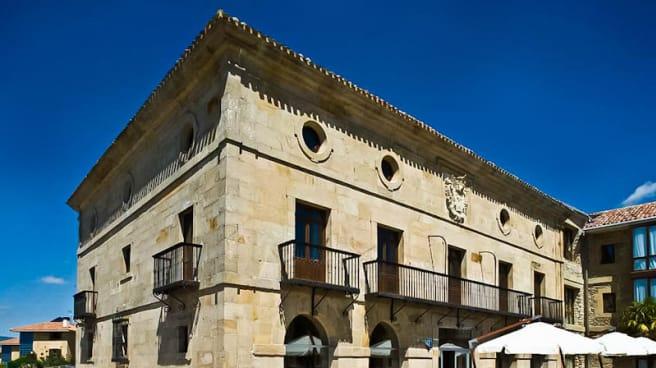 Vista fachada - Restaurante Parador de Argomaniz
