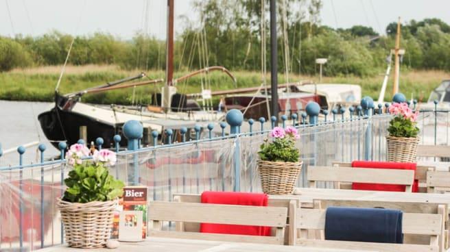 Het terras met uitzicht - Polderrestaurant De Haven van Eemnes, Eemnes