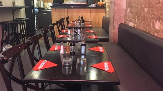Table dressée - Ta Sushi, Paris
