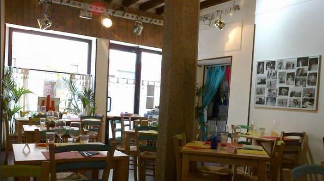 Sedie e tavoli colorati - CasaMelo, Monza