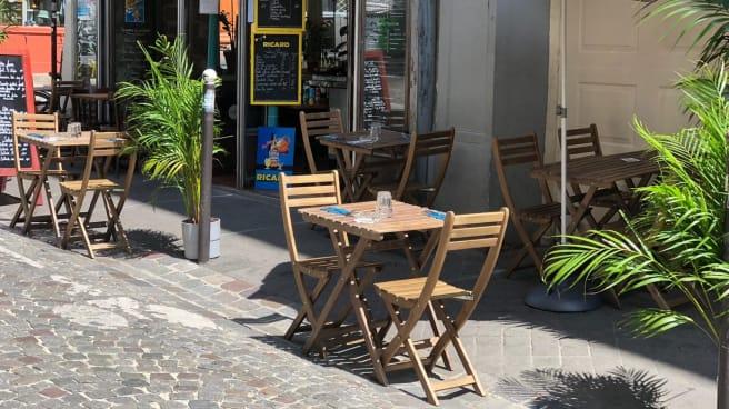 terrace - Le Grain de Folie - Montmartre, Paris