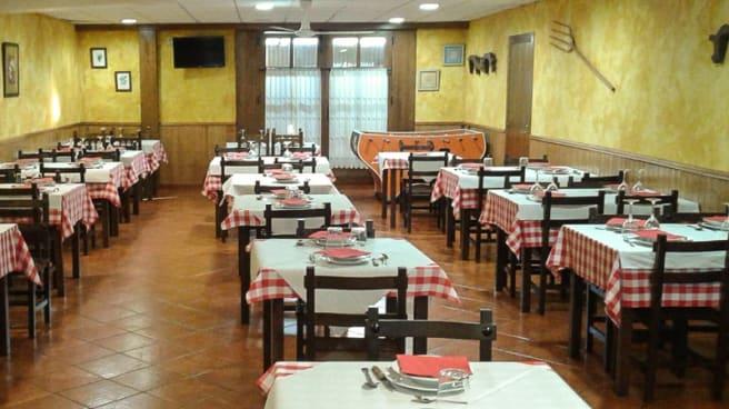 Sala del restaurante - Mesón Efrén, Tineo