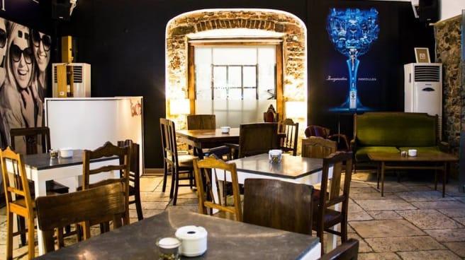 sala - Feito ao Bife, Évora