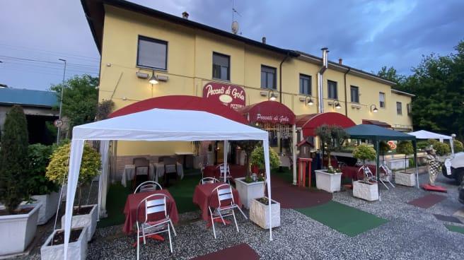 Esterno - Peccati di Gola, Pavia
