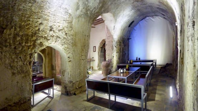Bóveda principal de los baños árabes viejos - L'Assoc, Banys Àrabs Vells, Tortosa
