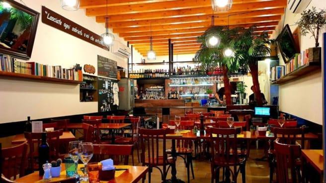 Vista sala - Barcollando Café, Milano