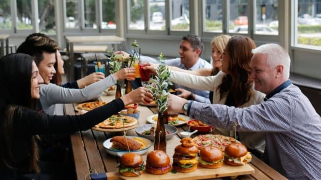 Cozy vibes & great food - Biggles Bar & Grill, Mascot (NSW)