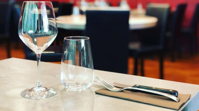 Table dressée - La Mangeoire, Gémenos