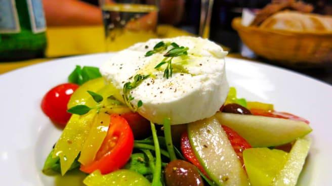 Insalata con formaggio fresco - Osteria al Cicheto