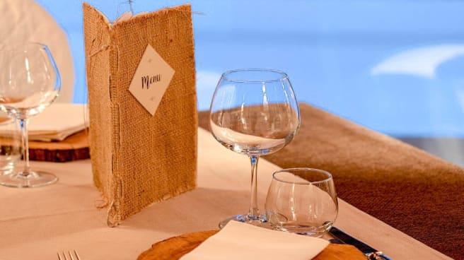 particolare tavolo - Il Ritrovo, Atena Lucana