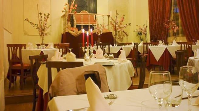 Sala interna - L' erede al trono, Torino