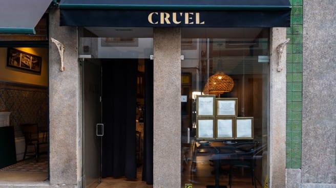 Entrata - Cruel, Porto