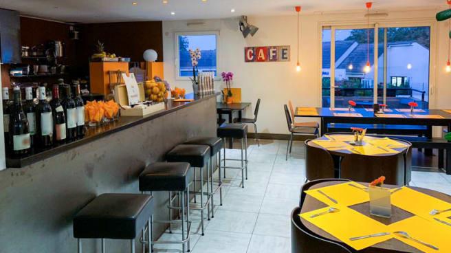Le comptoir - La Cafet' du Club ATO, Orsay