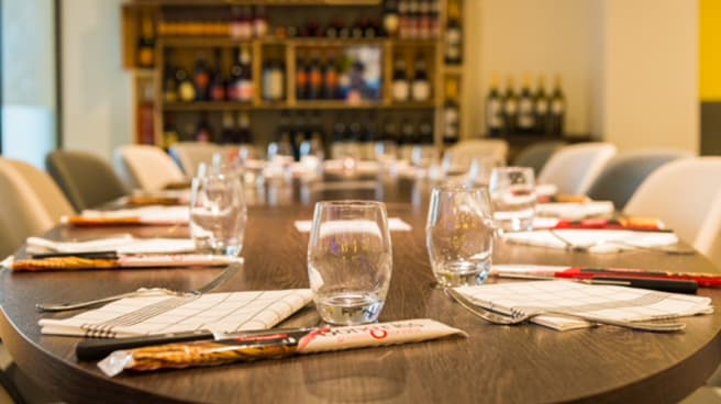 table de l'amitié - Pizzeria Cesar by Simone Zanoni, Versailles
