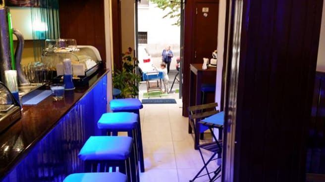 Vista de la barra - Avenida Paulista Café, Madrid