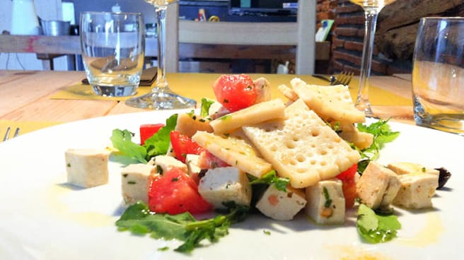 Testaroli con tofu biologico, pomodoro e rucola - A-mare Ristorante & Pizza, Viareggio