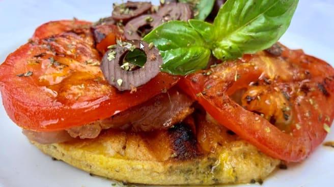 Provoleta Calesita; jamón crudo, tomate y albahaca. - La Nueva Calesita, Vicente López