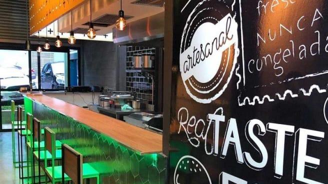 Vista do interior - Burger+ Portal do Morumbi, São Paulo