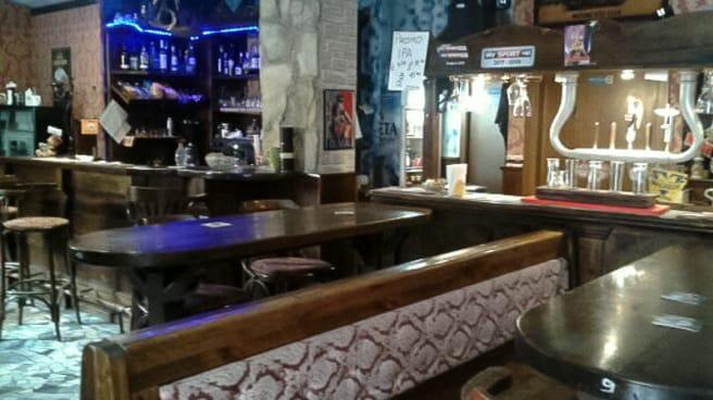 Interno - Pub 7 Cantoni