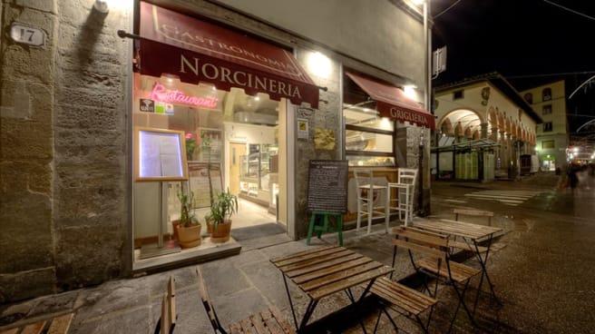 Entrata - Salsamenteria de' Ciompi, Florence