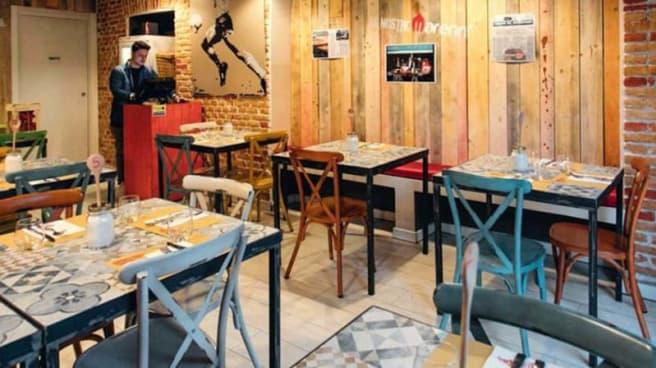 Vista sala - Johnny Take Ué Bligny, Milano