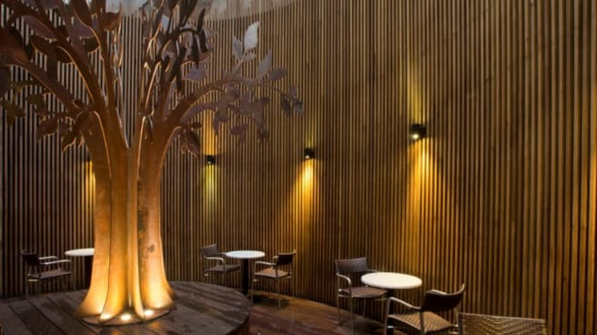 Smoking Atrium - The Mail Exchange Hotel, Melbourne (VIC)