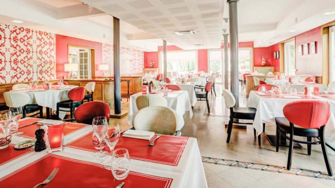 Salle du Restaurant - Restaurant Rouge & Blanc - Hôtel Les Maritonnes