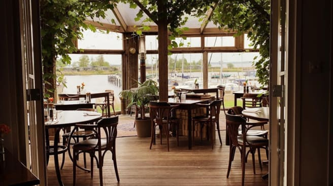 Het restaurant - Het Raadsel van de Wadden, Anjum