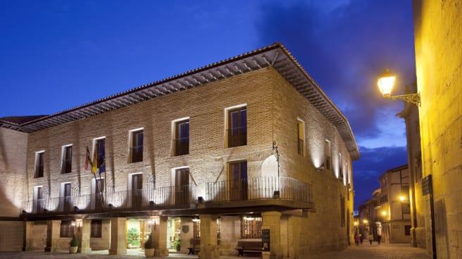 Vista fachada - Restaurante Parador de Sto Domingo de la Calzada, Santo Domingo De La Calzada