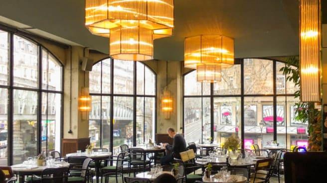 Vue de la salle - Brasserie Barbès, Paris