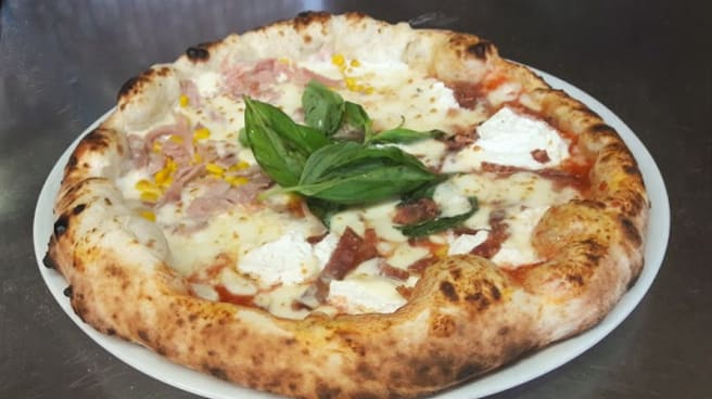 Pizza con bufala campana e pomodorini del vesuvio doc - Ristorante pita's pizzaioli napoletani, Cecina