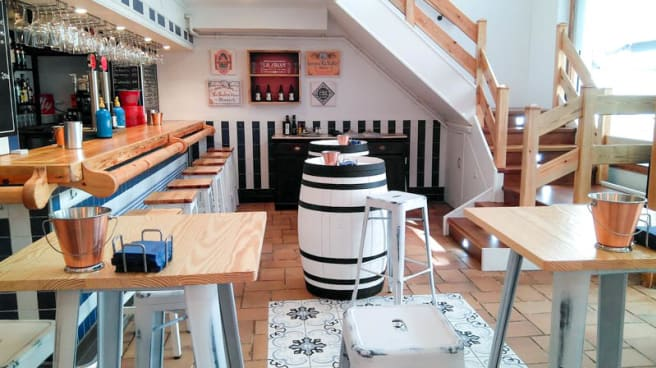 Zona de la vermuteria - Golfo Vermutería & Casual Food, Gijón
